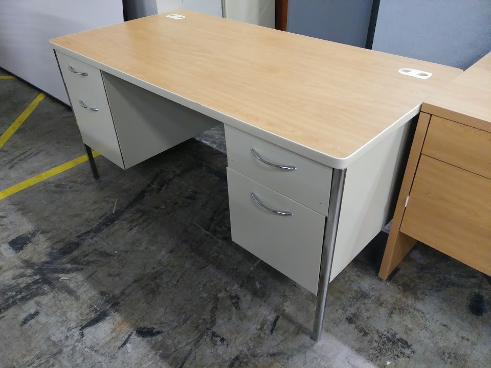 Hon Metal Executive Double Pedestal Desk Mentor Series In Harvest Putty