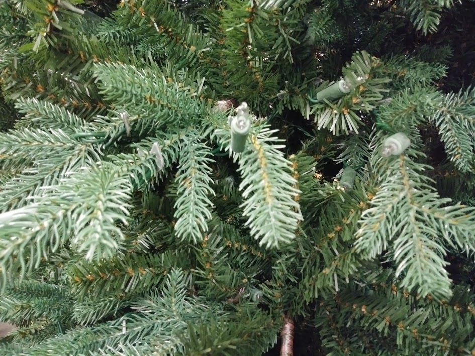 Christmas Tree, 7'6″ Pre-Lit Royal Spruce By Martha